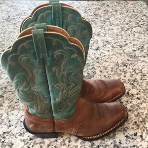 Ariat Scallop Cowboy Boots
